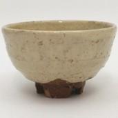 【茶器/茶道具 抹茶茶碗】 萩焼き 割高台 岡田仙舟作 (岡田裕 晴雲山) 焼き色は変わる場合があります。