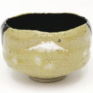 【茶器/茶道具 抹茶茶碗】 黒楽茶碗 掛分  富士に桜(彫花びら) 佐々木松楽窯