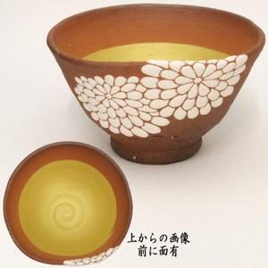 【茶器/茶道具 抹茶茶碗】 菊 前に面あり 通次阿山作