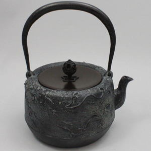 【茶器/茶道具 鉄瓶】 雨龍(あまりゅう) 菊池政光作 10号 1.35L