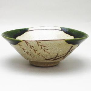 【茶器/茶道具 抹茶茶碗】 平茶碗 織部焼き 松本鉄山作 (景色(模様)は変わる場合があります)