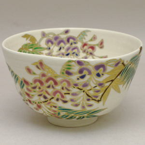 【茶器/茶道具 抹茶茶碗】 京焼き 藤の花 前側にエクボあり  山川巌作